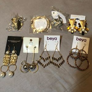 8 pairs of fashion earrings